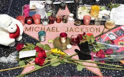 Le rinden tributo a Michael Jackson en su quinto aniversario de muerto