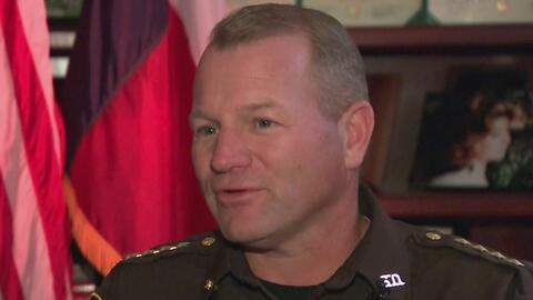 El alguacil del condado Fort Bend aprueba la construcción de un muro fro...