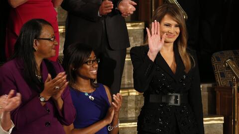 Destacan el vestido y estilo de Melania Trump durante el discurso presid...