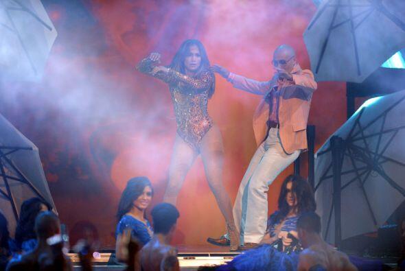 El vestuario con el que empujó a Pitbull a la piscina del escenar...