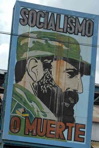 """¡Patria o Muerte, Venceremos!"""", """"¡Socialismo o muerte!""""."""