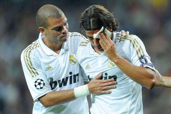 Khedira fue victima de la rudeza de Pepe. El portugués intent&oac...
