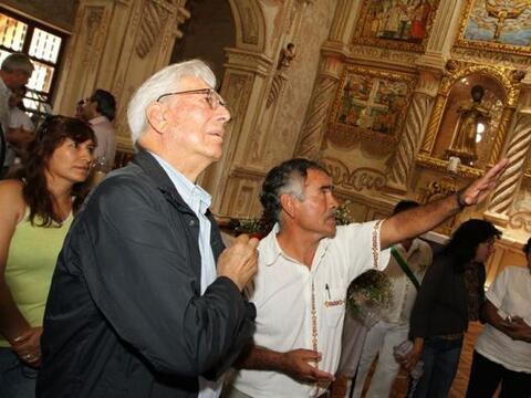 El Premio Nobel 2010, el escritor peruano Mario Vargas Llosa, visit&oacu...