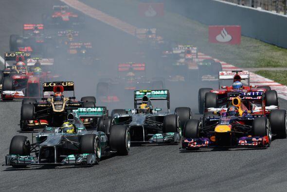 Nico Rosberg había logrado aguantar en la 'pole' y su compañero, Hamilto...