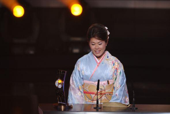 La japonesa vistió un tradicional kimono, parte de la cultura del país o...