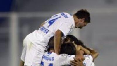 Vélez Sarsfield obtuvo un valioso triunfo a domicilio sobre Newell's Old...