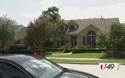Investigan hallazgo de dos cadáveres en una residencia en Rowlett