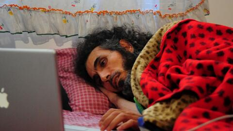 Jihad Diyab, de 45 años, yace en la cama el 9 de septiembre de 20...