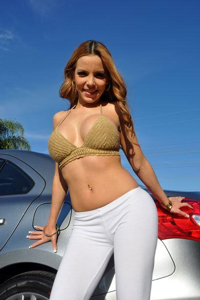 Una de nuestras más fieles modelos. Paola Corvea muestras sus curvas cad...