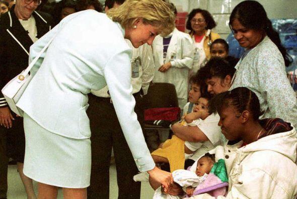 Diana de Gales llevó a William y Harry a refugios para necesitados y cen...