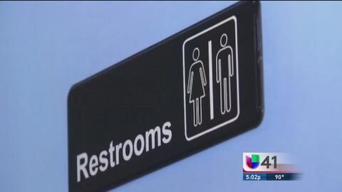 Juez de Texas emite orden de restricción contra ley de baños transgénero...