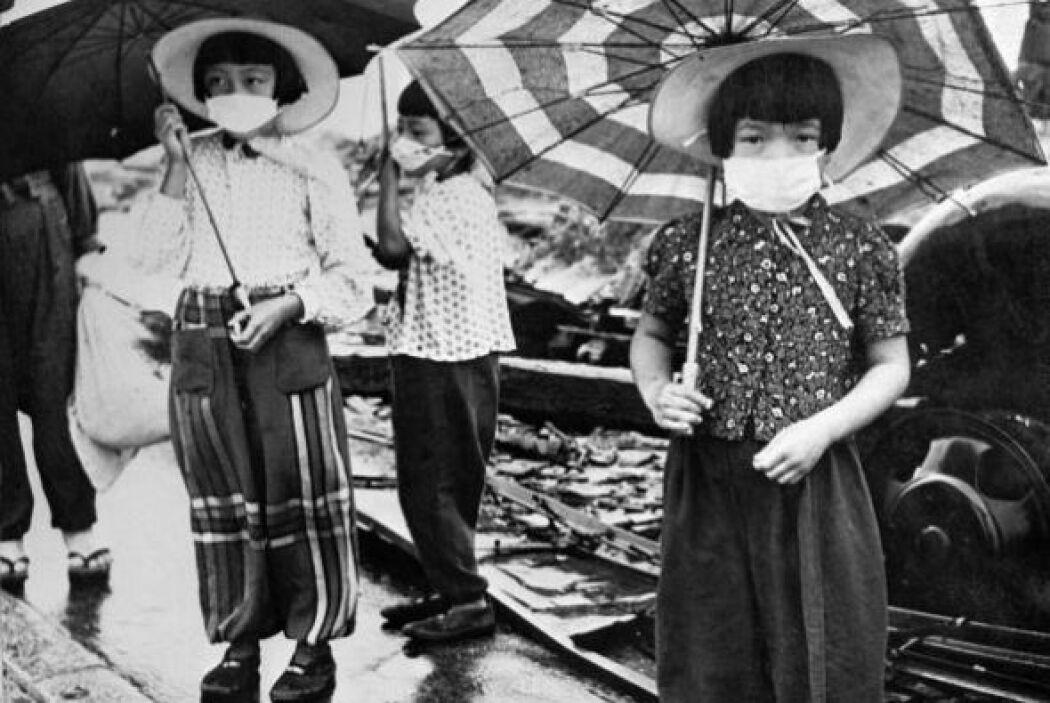 Se calculan 140,000 muertos por la bomba en Hiroshima y 80,000 en Nagasaki.