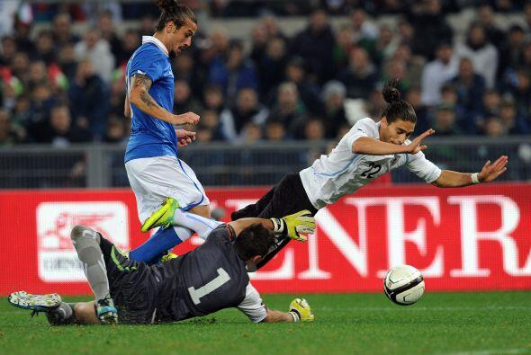 Y la defensa uruguaya  logró aguantar los 87 minutos restantes pa...