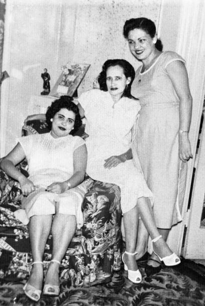 """Celina, la madre de Sonia Sotomayor, con su familia """"adoptiva"""" por matri..."""