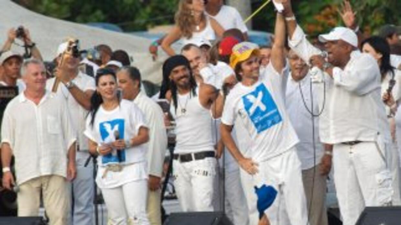 """""""Vinimos a Cuba por amor y vencimos el miedo para estar con ustedes esta..."""