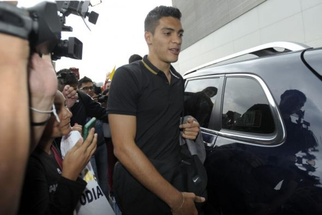 Raúl Jiménez partió rumbo a España