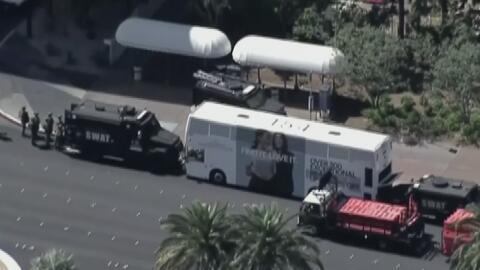 Tensión en una avenida de Las Vegas cuando un hombre armado se parapetó...