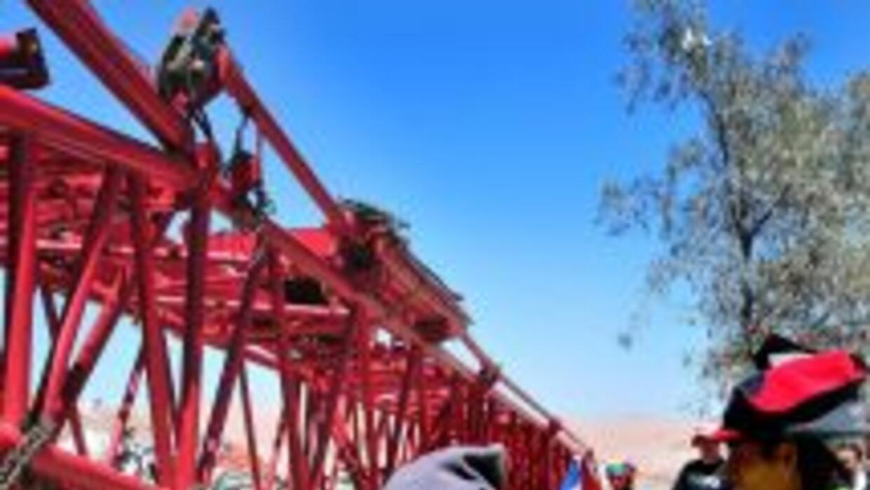 Perforadora supera los 500 metros en rescate de 33 mineros atrapados en...