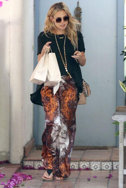 ¡Kate Hudson se puso bohemia! Unos interesantes pantalones holgado...