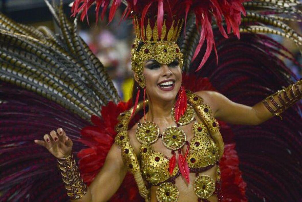 Este vistoso desfile reúne todos los personajes que con su belleza y tra...