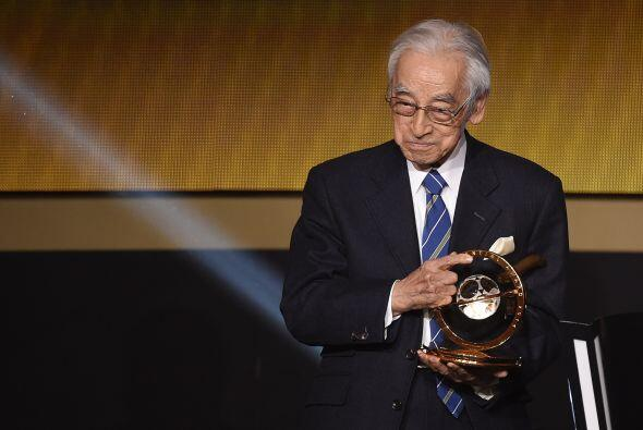 El periodista japonés Hiroshi Kagawarecibió el premi...