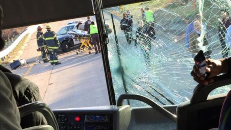 Así quedó el autobús en la parte delantera.