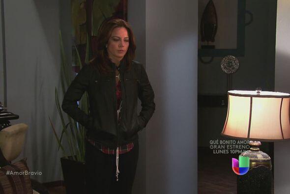 Camila llega a casa de Dionisio, dispuesta a hacer lo que sea para que s...