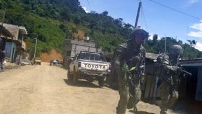 Despliegue militar en laregión Cusco, Perú por secuestro masivo de trab...