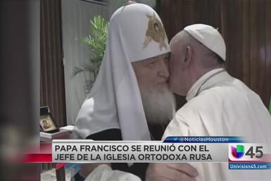 Histórico abrazo de saludo entre dos líderes religiosos