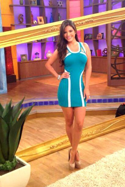 Julio 23, 2014: Un bello vestido azul que realza aún más la figura de Ana.