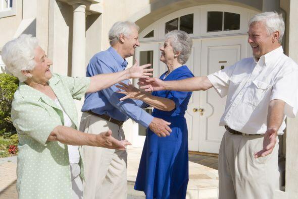La bienvenida: Es importante que el anfitrión reciba a sus invitados en...