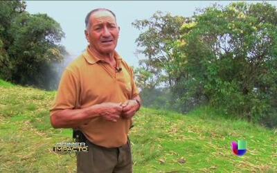 El hombre que decidió vivir en un furioso volcán