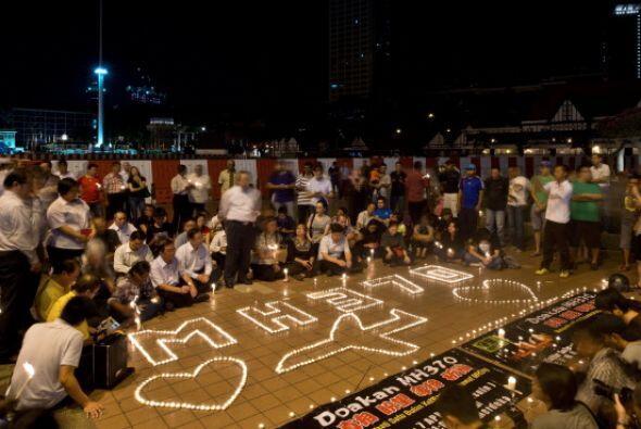 Este martes hicieron una vigilia para recordar a las víctimas del vuelo...