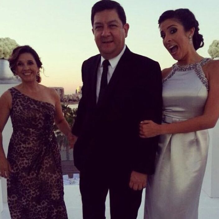 """""""Best wedding dates ever! #mom and #dad. #satchasecasa"""", dijo Maity Inte..."""