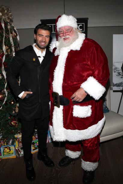 ¡Míralo con Santa Claus!