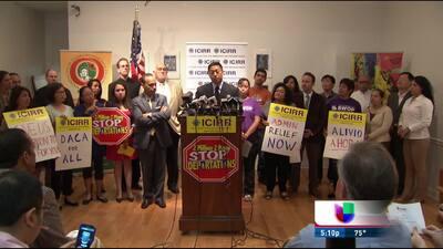 Activistas en Chicago critican decisión de Obama