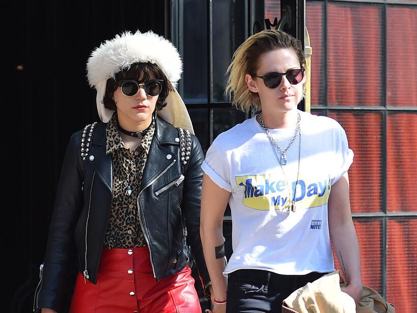 Kristen Stewart y SoKo de paseo