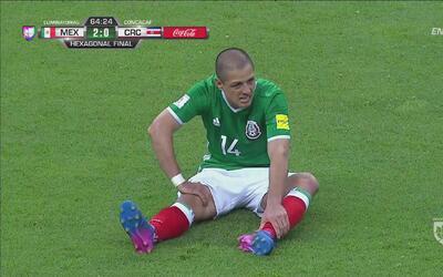 'Chicharito' Hernández abandonó el juego por lesión
