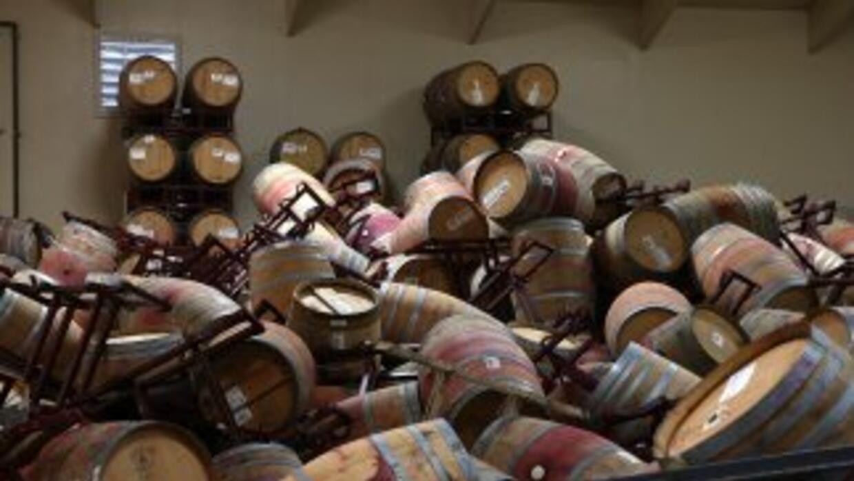Los barriles almacenados del viñedoKieu Hoang sufrieron daños durante e...