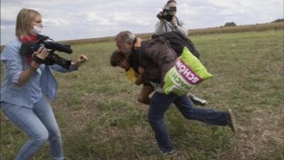 Indignación por agresiones de una camarógrafa a migrantes en Hungría
