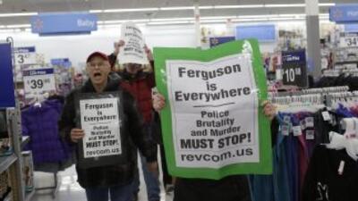 Manifestantes inconformes por la resolución del caso Michael Brown no pa...