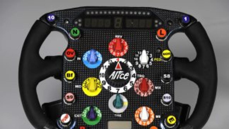 Los controles de los volantes en los autos de Fórmula 1 pueden tener has...
