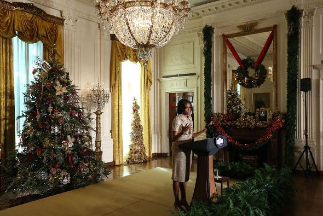 La Sra. Obama presentó las decoraciones durante un evento especial en ho...