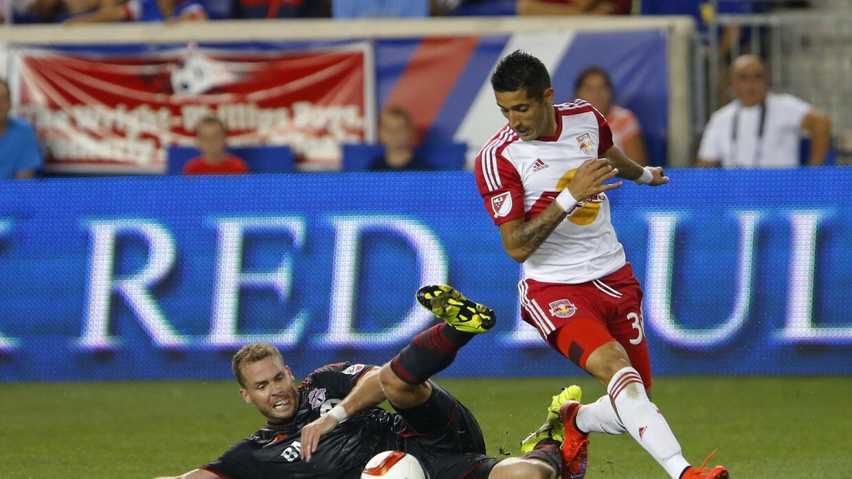 Gonzalo Verón convirtió su primer gol ante Toronto FC.