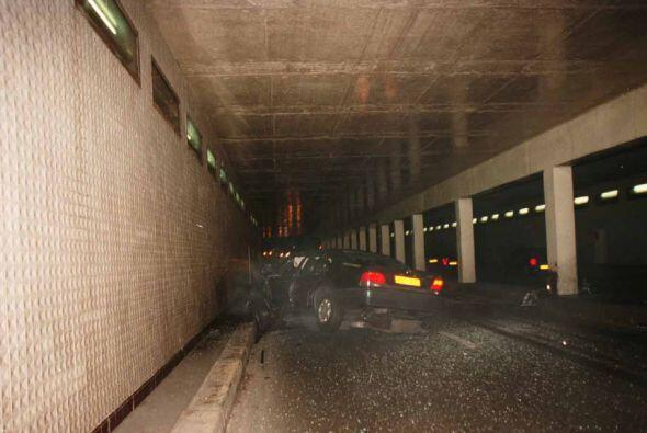 Al pasar por el túnel de la plaza del Alma en la capital francesa, el ch...