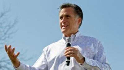 Mitt Romney dijo que no se debe obligar a que el inglés sea el idioma of...