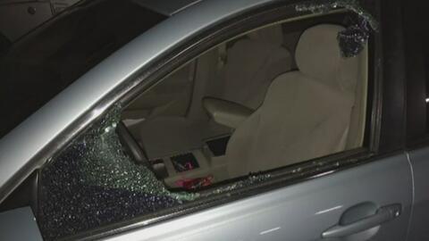 Encuentran vandalizados automóviles de 14 personas en un estacionamiento...