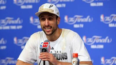El jugador argentino Manu Ginóbili, de los Spurs de San Antonio, es sólo...