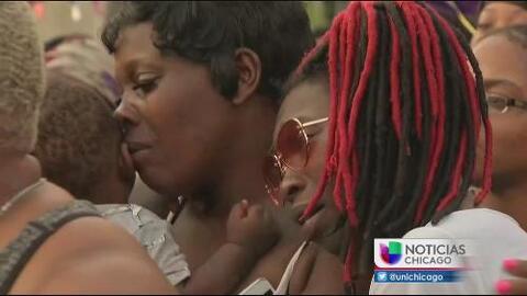 Realizan vigilia por joven madre asesinada en un fuego cruzado en Chicago