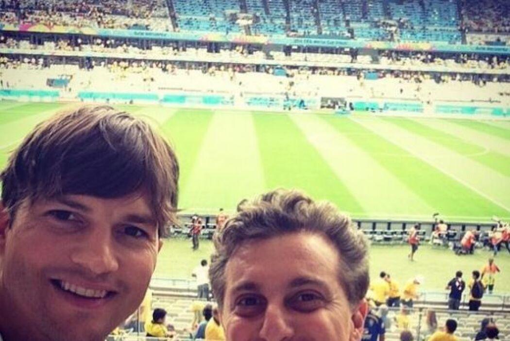 Kutcher estuvo acompañado por su amigo, el famoso presentador brasileño...